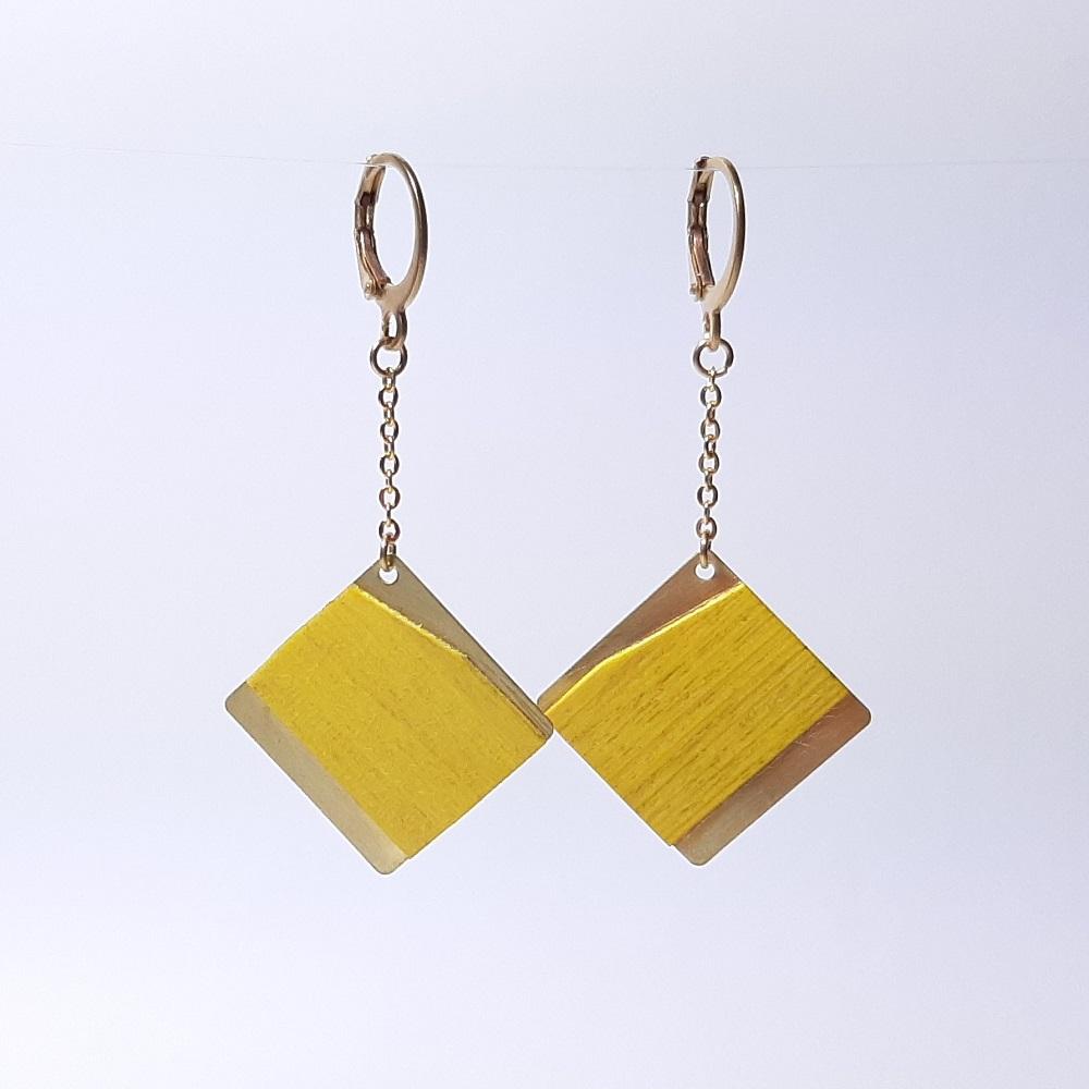 Emi – Charme teinté jaune