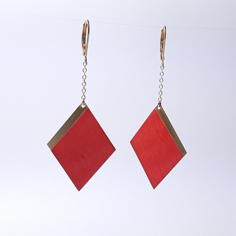 Faustine – Charme teinté rouge
