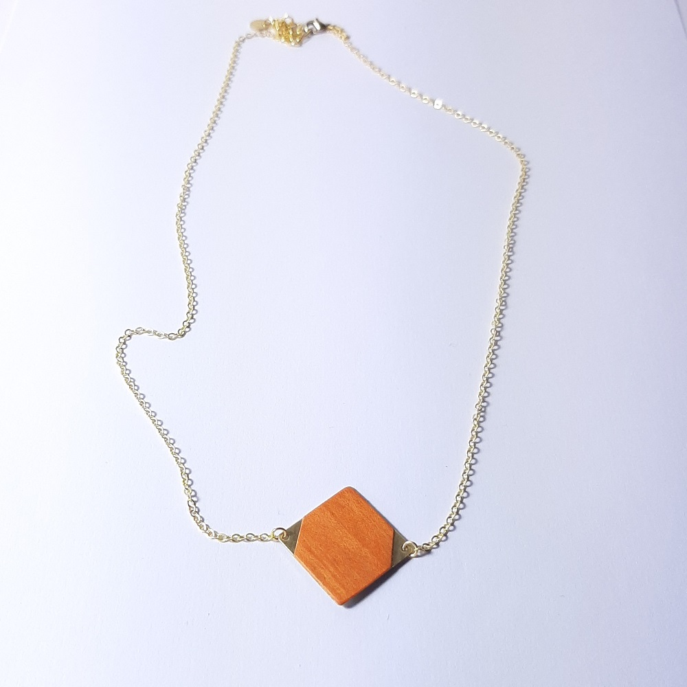 Collier en bois – Emi – Tulipier teinté orange