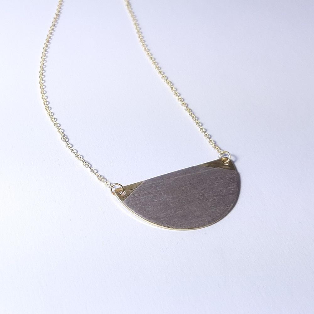 Collier Jeanne – Tulipier teinté gris