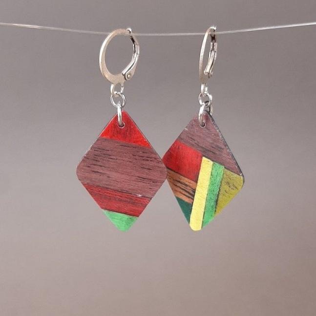 Boucles d'oreilles losange en marqueterie de bois d'amarante, rouge, vert