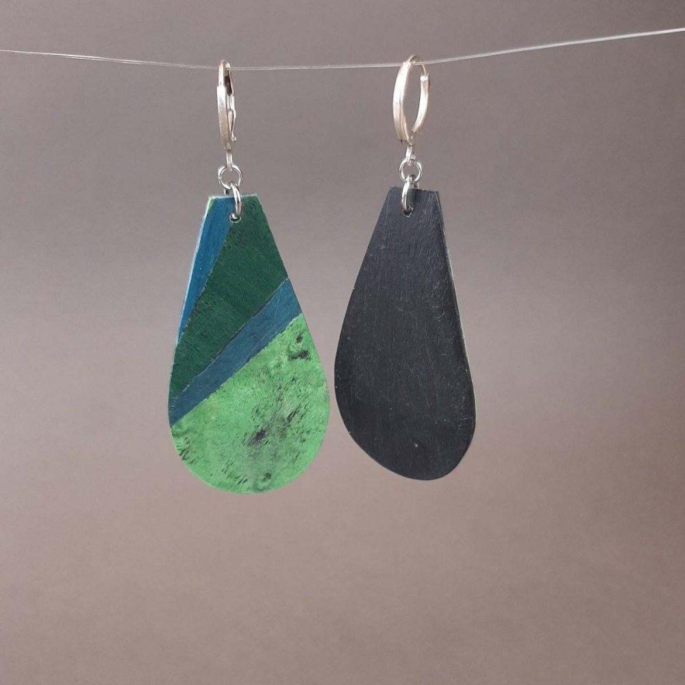 Grandes boucles d'oreilles vertes et bleues en marqueterie de bois