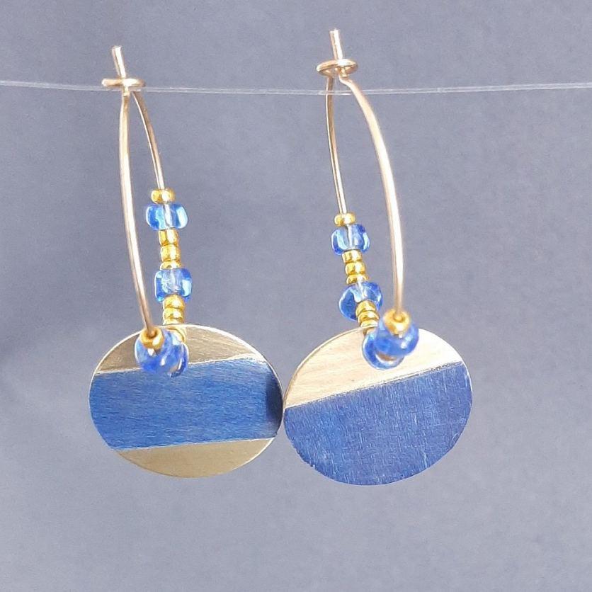 Boucles d'oreilles en laiton doré et tulipier bleu – perles de rocailles vintage | collection 2021