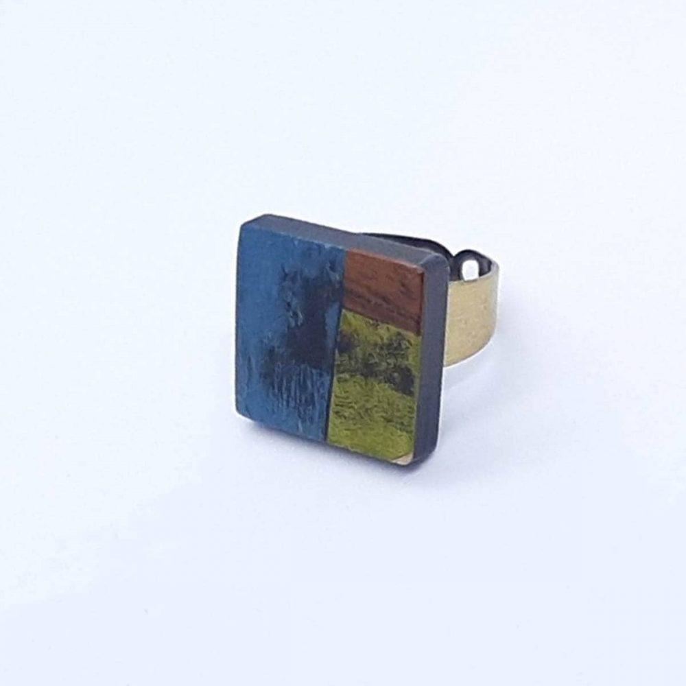 bague-bois-acajou-platane-carré-marqueterie-fait-main-bleu-vert-marron-profil