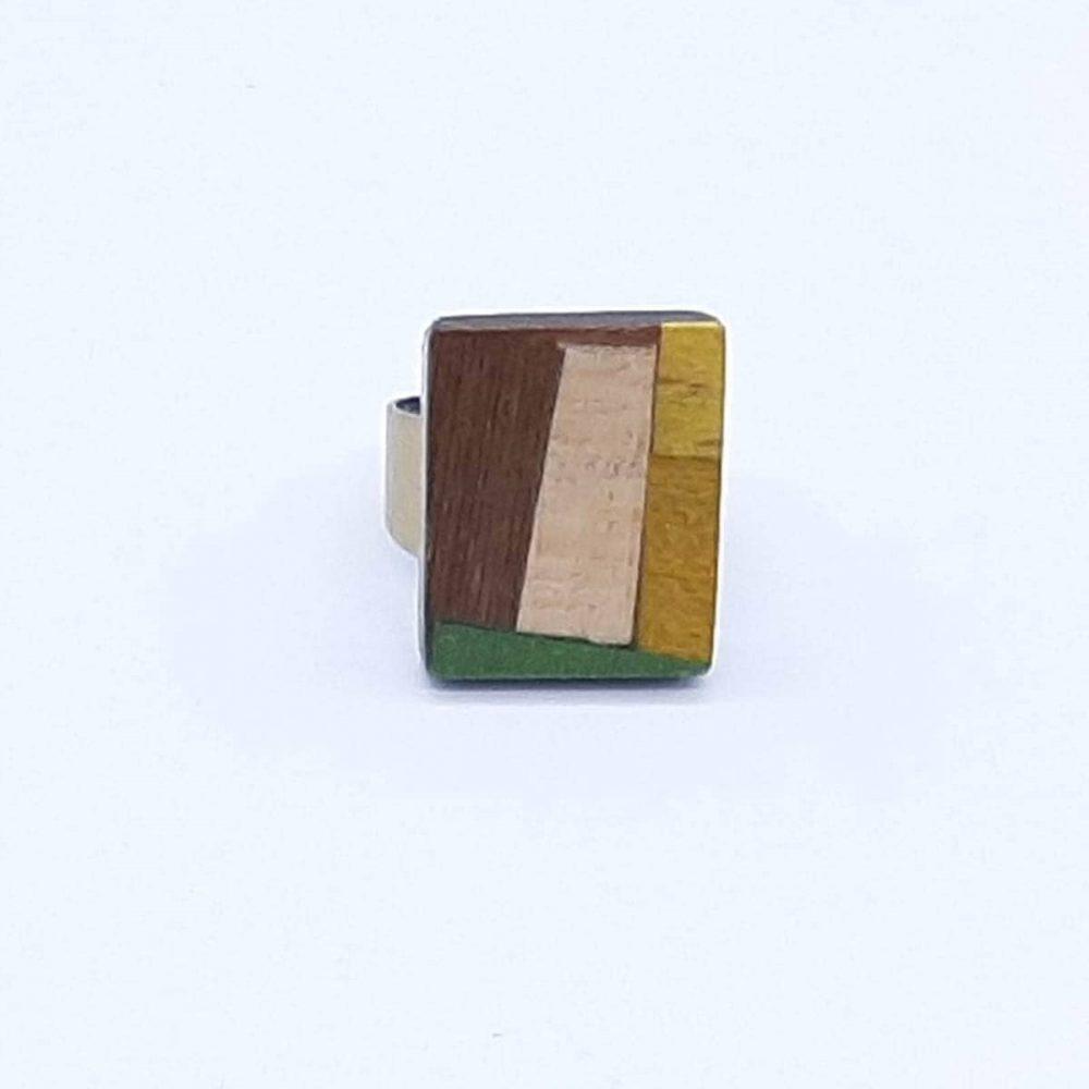 Bague en bois clair carré