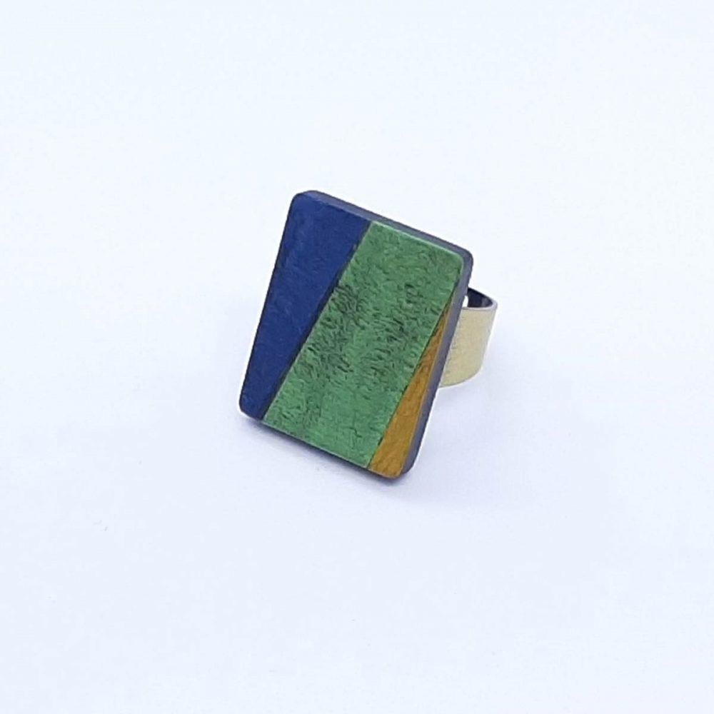 Bague en bois rectangle bleu, vert et jaune
