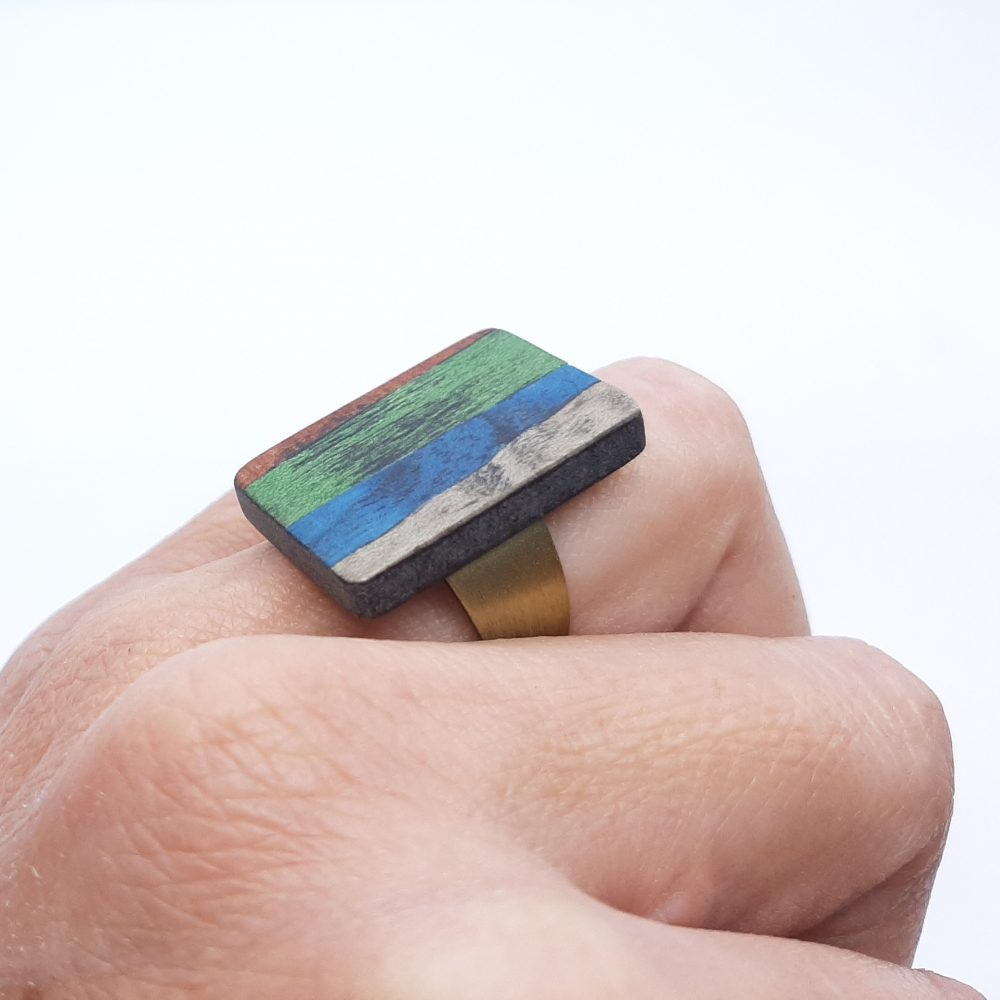 Bague en bois rectangle vert, bleu, gris et marron