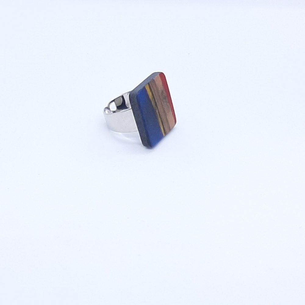 Bague en bois carré fait main bleu, cuivre, rouge et jaune